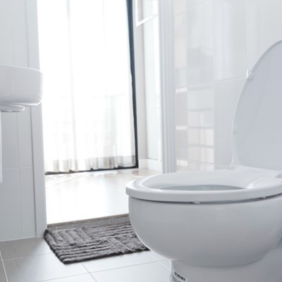 clean_white_toilet_x1.jpg